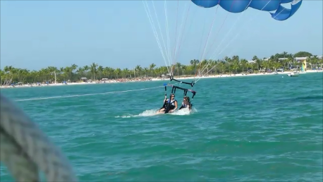 Tandem Key West parasailing riders